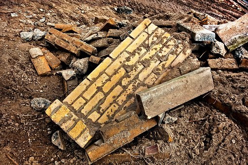 wall-3082742__340 fallen broken brick